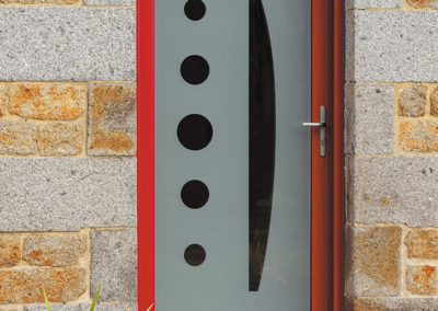 Porte d'entrée en PVC laqué rouge