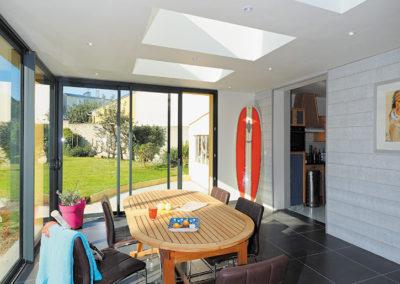 Puits de lumière et châssis coulissants en Aluminium sur une extension de maison
