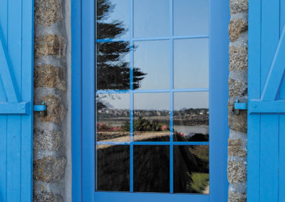 Porte-fenêtre Boréale bleu clair avec petits bois 18 mm laqués