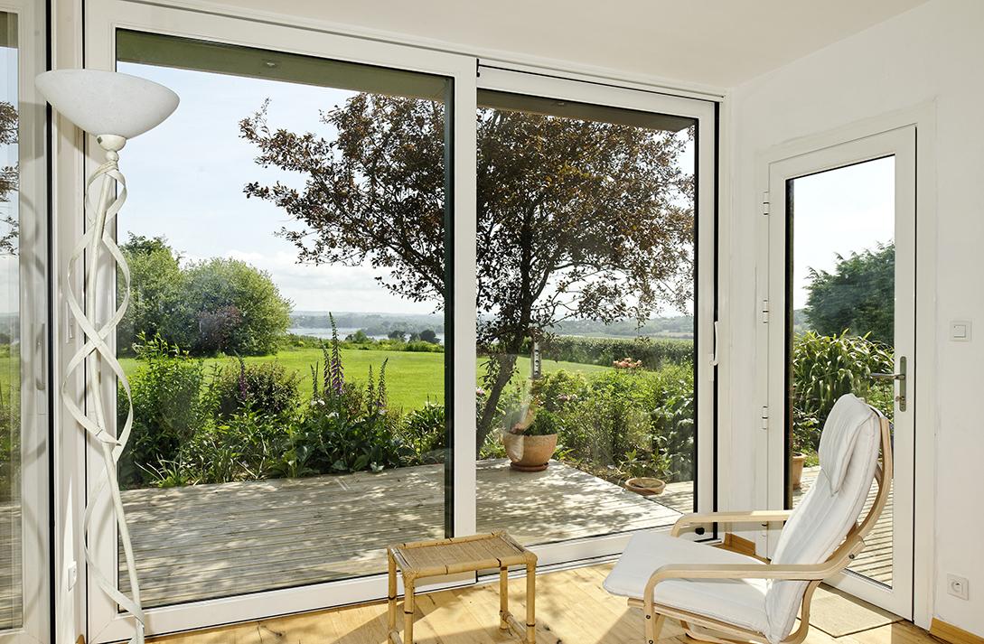 armen coulissants levants contemporains pour grandes baies vitr es. Black Bedroom Furniture Sets. Home Design Ideas